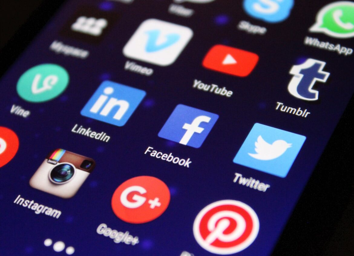 Ways to Build Brand Loyalty with Social Media