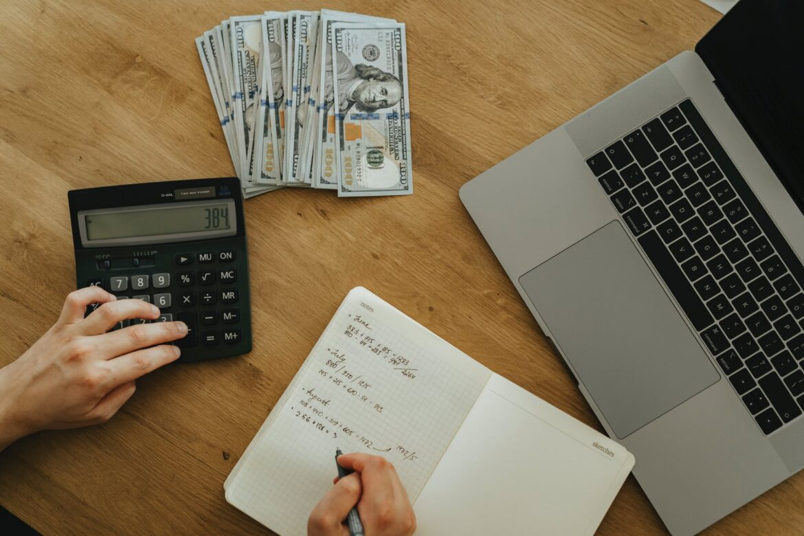 Why Professional Bookkeeping Service is Essential for Small Businesses?